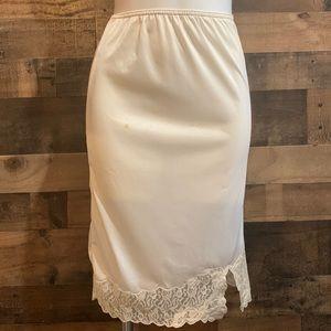 Vintage Contessa Nylon Cream Off White Lacy Lace Half Slip Size Small